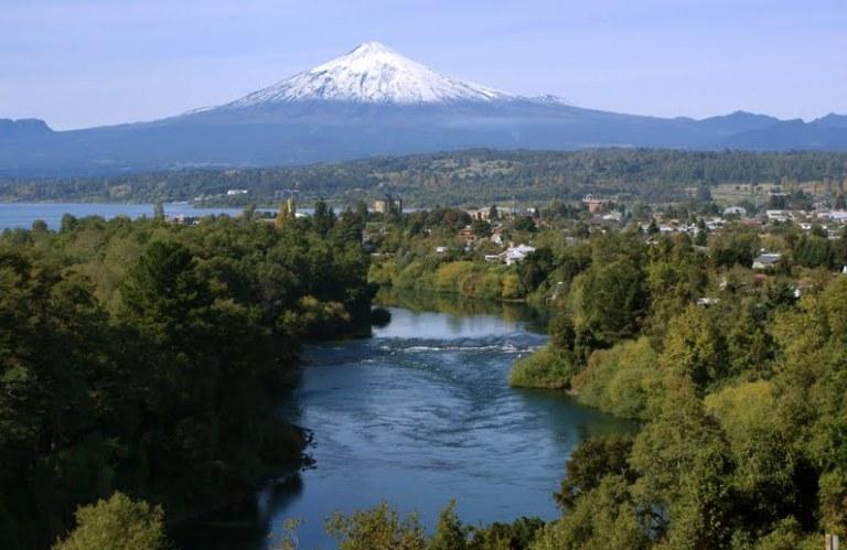 rio tolten y volcan villarrica