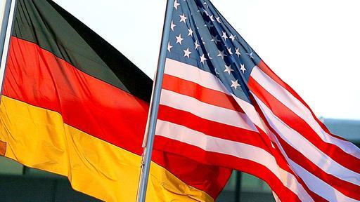 Banderas de Alemania y Estados Unidos
