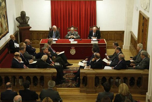 Expertos juristas plantean una reforma federal de la Constitución