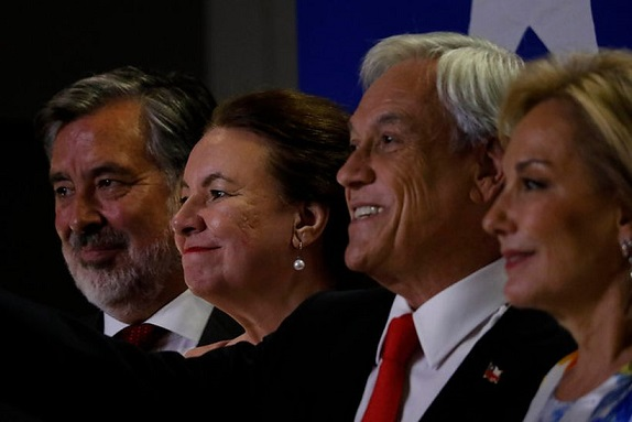 Piñera y Guillier y sus esposas